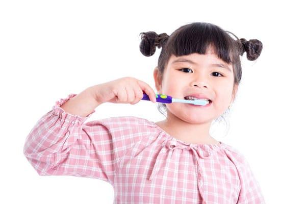 Little girl brushing - Dentist Mountain View